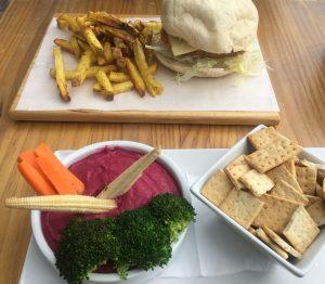 Burger und Hummus