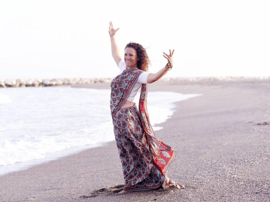 Alice Radha tanzend